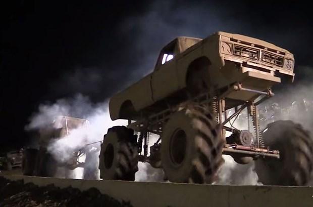Mega-Truck-Tug-Of-War620x433