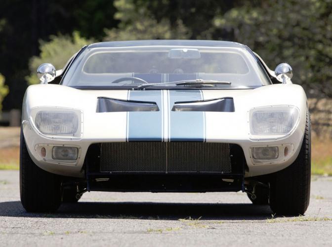 gt40-roadster-prototype-8-672x500