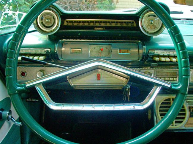 1961Plymouth_dashclose-650x483