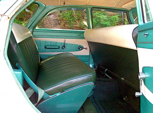 1961Plymouth_interior-650x481