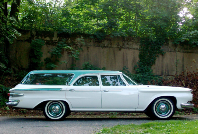 1961Plymouth_side-650x441