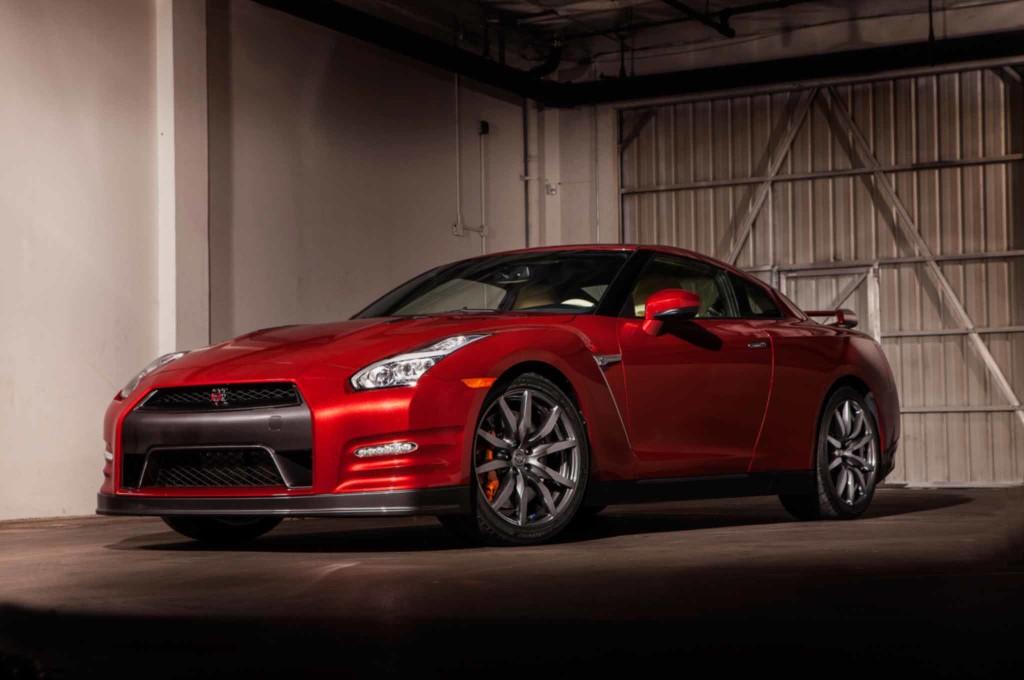 2015-Nissan-GT-R-1