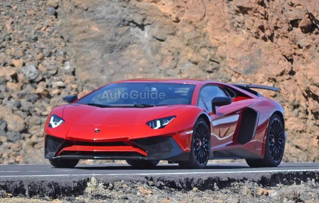 2016-Lamborghini-Aventador-SV-Spy-Pics-2