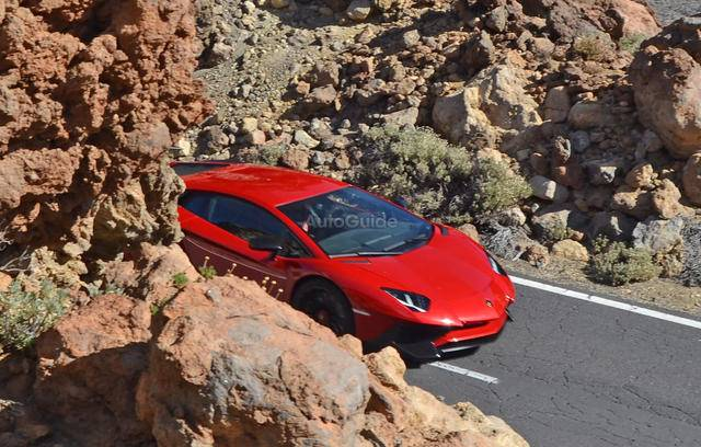 2016-Lamborghini-Aventador-SV-Spy-Pics-4