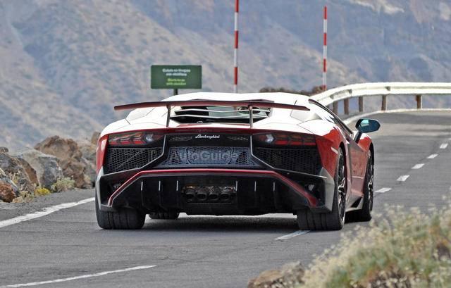 2016-Lamborghini-Aventador-SV-Spy-Pics-7