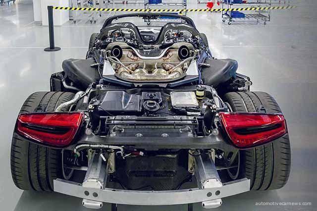 Porsche-918-Spyder-Assembled-Process-02