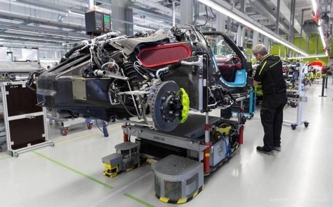 Porsche-918-Spyder-Assembled-Process-03