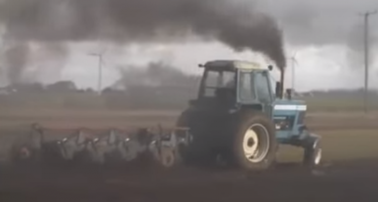 drag racing with tractors