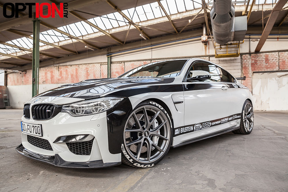 BMW_M4_CARBONFIBER_DYNAMIC_WEB_1