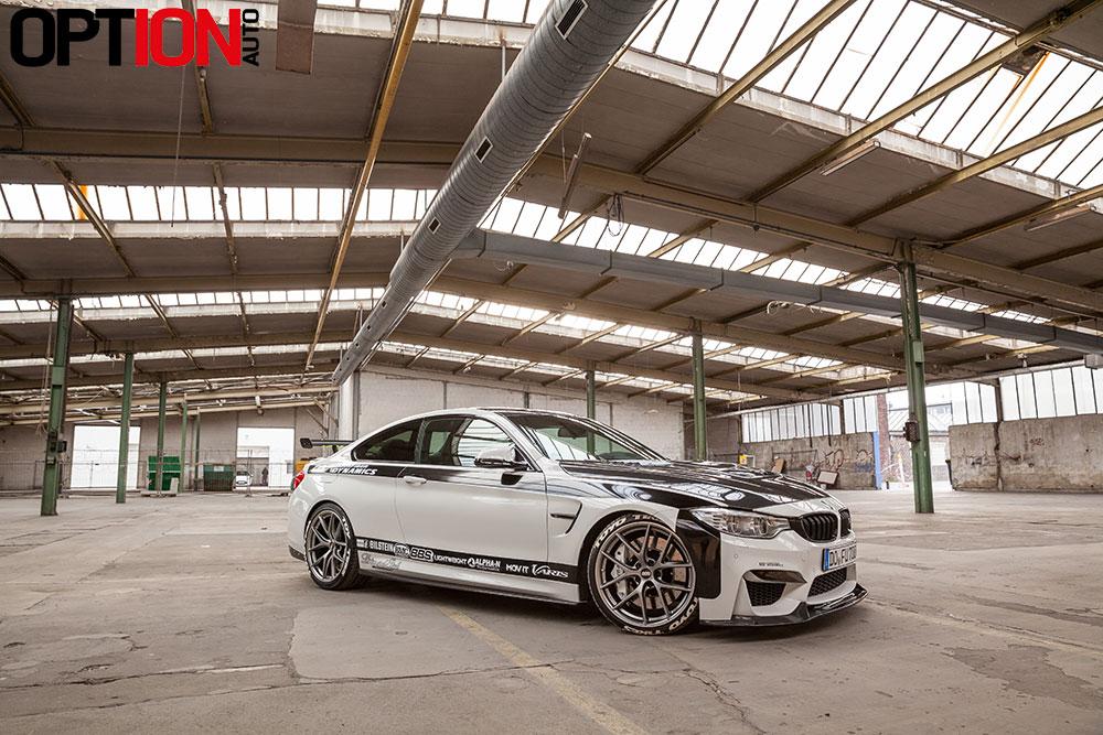 BMW_M4_CARBONFIBER_DYNAMIC_WEB_4