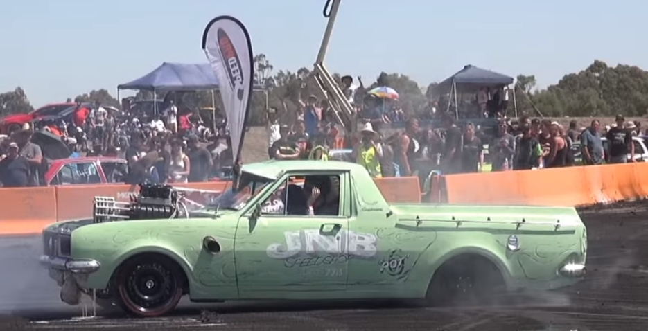 Watch this Inline Six Ute do a massive burnout – GT Speed