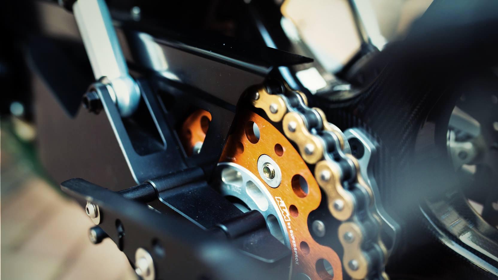 Lotus-C-01-Motorcycle-7