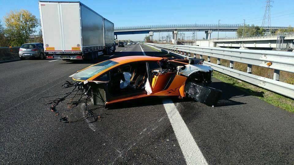 lamborghini-aventador-sv-crash-2